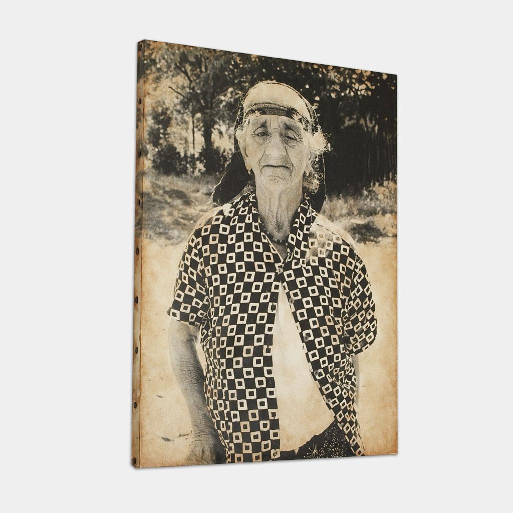 盲目のジプシーのおばあちゃんの写真 (斜め