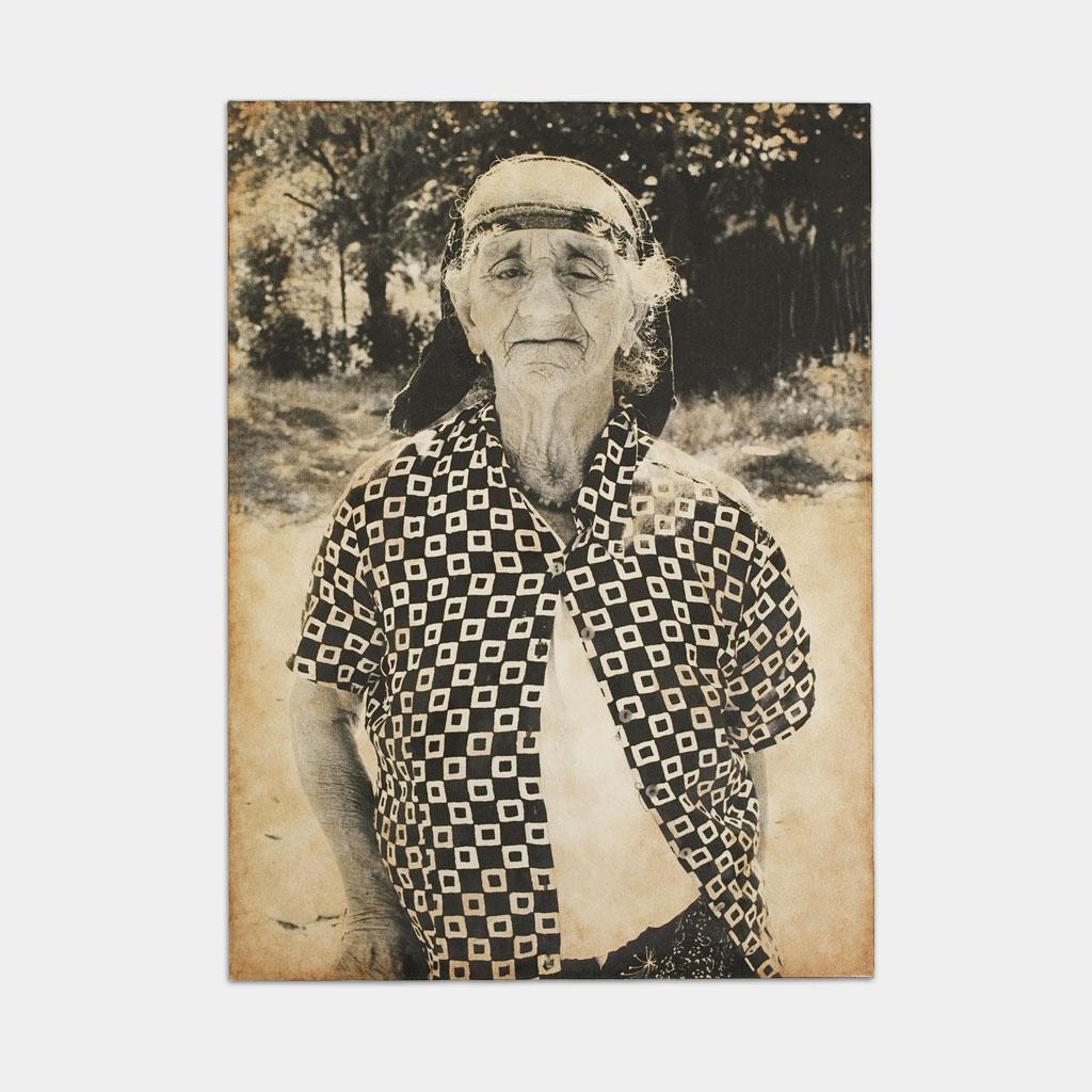 盲目のジプシーのおばあちゃんの写真(正面)