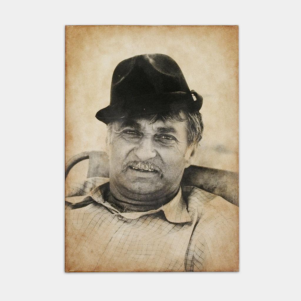 ジプシーの男性の写真(正面)